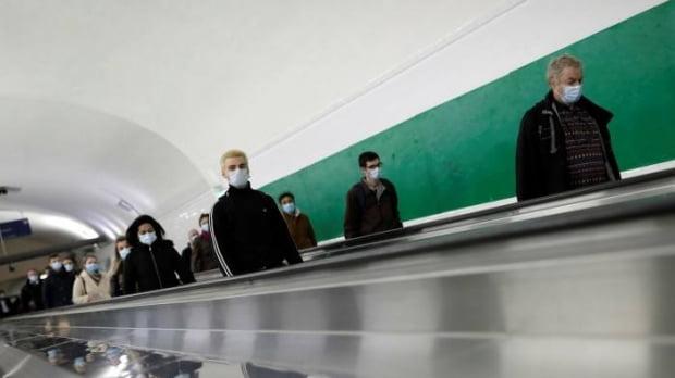 지난주 한 파리 지하철역의 통근 시간 풍경. 사진 AP통신
