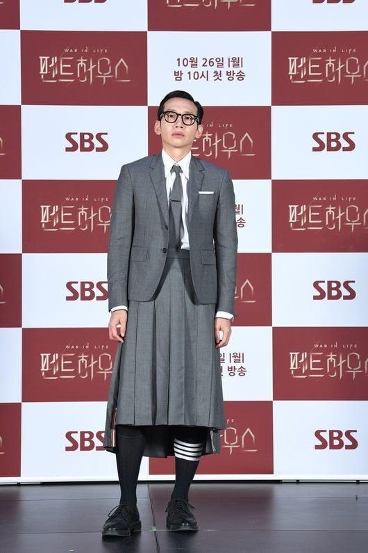 봉태규 치마 / 사진 = JTBC 제공