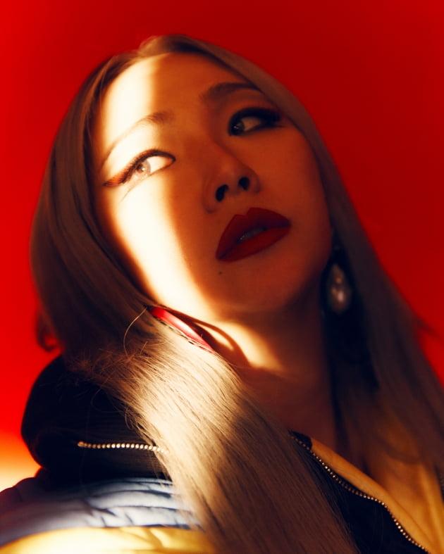 씨엘(CL), 제대로 '센' 솔로가 왔다…정체성 눌러담은 컴백 'HWA' [종합]