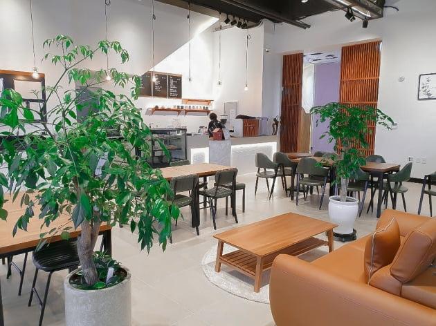 씨크릿우먼, 사옥내 Y-cafe 오픈