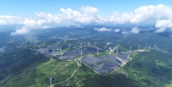 LS ELECTRIC이 구축한 국내 최대 94MW급 영암태양광발전소 전경. LS그룹 제공.