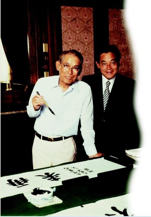 이병철 선대 회장(좌)과 이건희 회장(우). 사진=삼성전자 제공