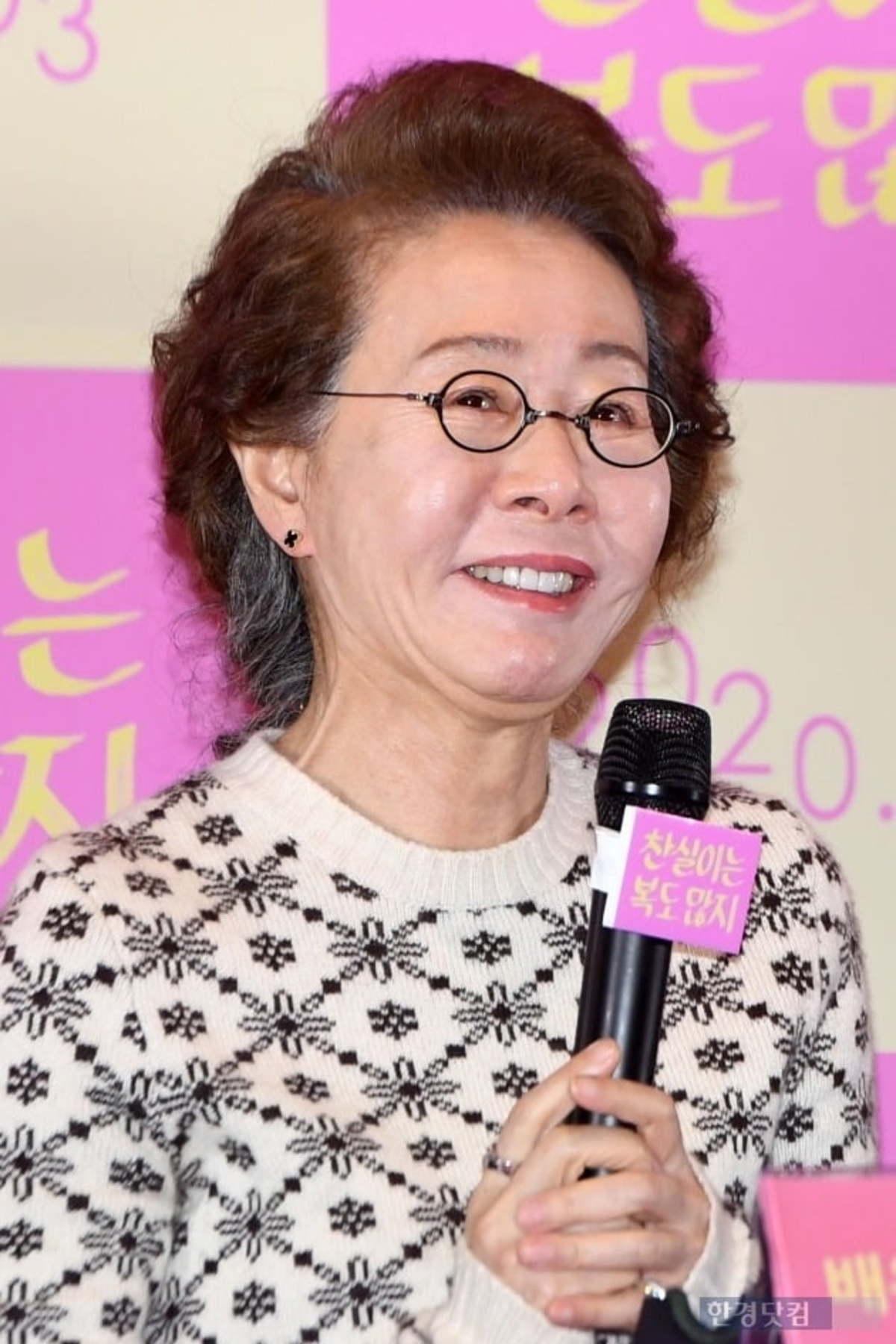Youn Yuh Jung trong Minari (Khát Vọng Đổi Đời)