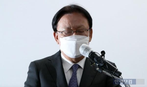 박근희 CJ대한통운 대표이사가 22일 오후 서울 중구 태평로빌딩에서 택배 노동자 사망 사건과 관련해 사과문을 발표하고 있다. /사진=최혁 한경닷컴 기자 chokob@hankyung.com