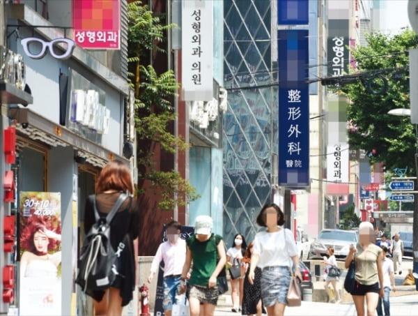 서울 강남구 압구정동 일대의 성형외과들. 사진=한경DB