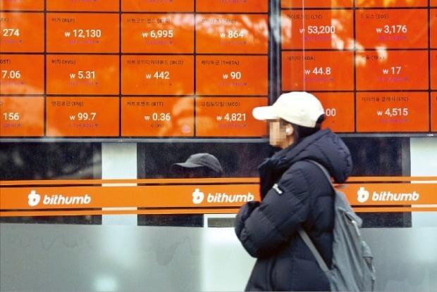 """""""규제에 지쳤다""""…한국 떠나는 투자자들"""