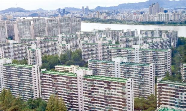 서울시가 50층 아파트 건축이 가능한 용도지역을 신설한다. 공공재건축 사전 컨설팅을 신청한 송파구 잠실주공5단지.  한경DB