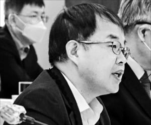 김용기 일자리위원회 부위원장이 28일 열린 제17차 일자리위원회에서 발언하고 있다.  /연합뉴스