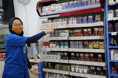 [잘란 잘란] 인도네시아에선 '치과 냄새' 정향 담배가 대세