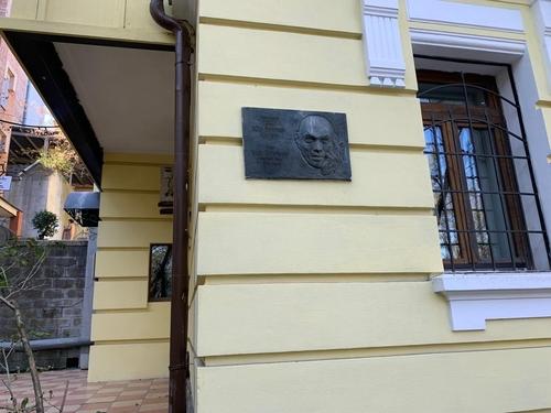 [에따블라디] 美할리우드 스타 동상이 러시아에 세워진 까닭