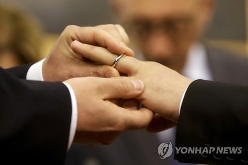 """""""교황 '동성 결합 지지' 발언, 짜깁기 편집으로 왜곡돼"""""""