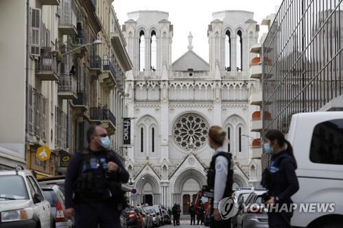 """러시아서도 무슬림 청소년 경찰 공격…""""신은 위대하다"""" 외쳐"""