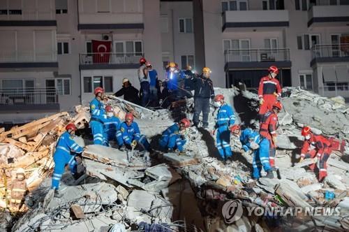 """터키·그리스에 진도 7.0 강진…""""사망 최소 22명·쓰나미 발생"""""""