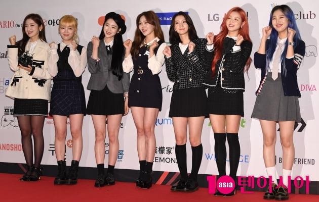 [TEN 포토] 오마이걸 '올해의 여자아이돌 수상'(브랜드대상)