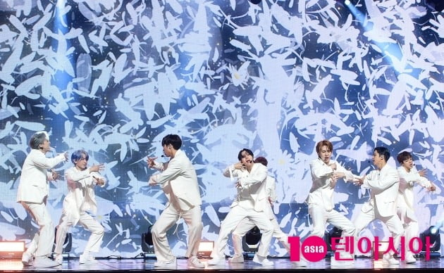 [TEN 포토] 펜타곤 '꽃같은 무대'