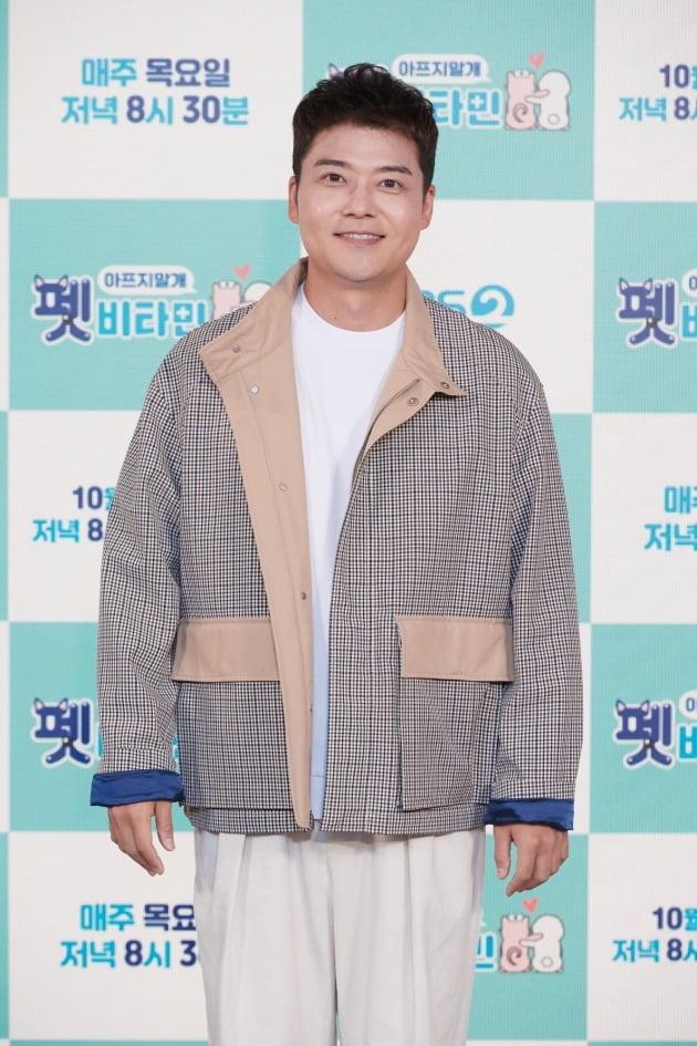 '펫 비타민' MC 전현무/ 사진=KBS2 제공