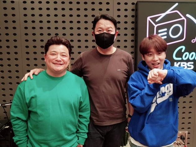 개그맨 김구라(가운데)와 '미스터 라디오' DJ / 사진=KBS 쿨FM 제공