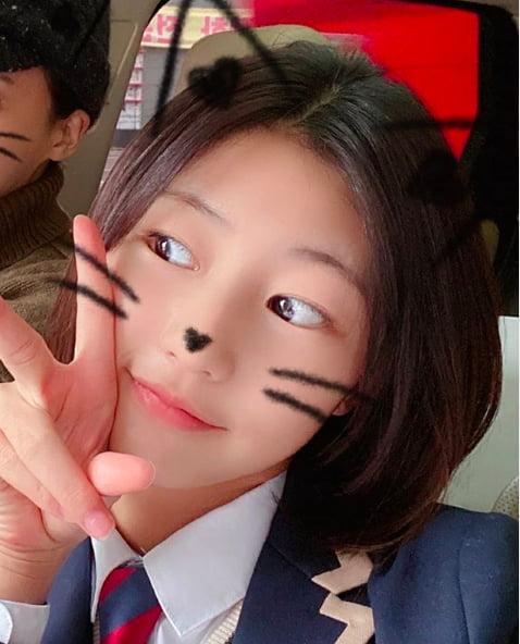 [스타탐구생활] '폭풍성장' 송지아, 교복 입은 근황 보니 (TEN컷)