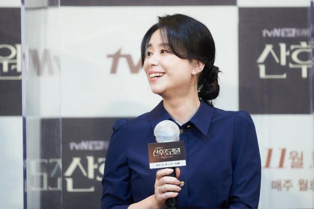 장혜진은 '산후조리원'에서 최고급 산후조리원의 원장 최혜숙으로 분한다. /사진제공=tvN