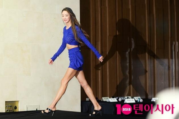 [B컷 방출] '내일모레 마흔' 최여진, 난리 난 패션…'빨래 가능한 복근'