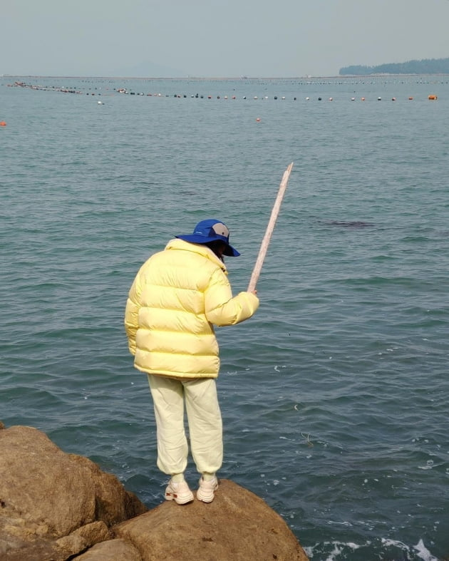 송가인, 대나무 낚싯대로 잡은 감성돔…어복도 남다르네