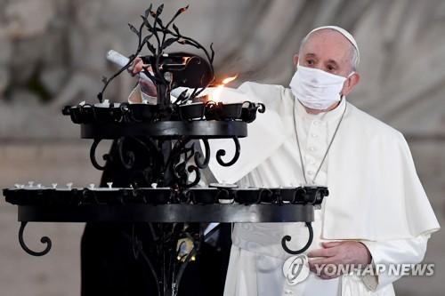 """'노 마스크' 교황에 비판 목소리…""""모범 보여야 하는데"""""""