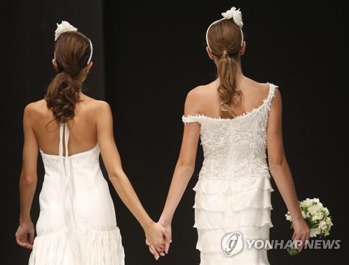 """교황 """"동성 커플 법적 보호받아야""""…동성 결합 첫 공개 지지(종합2보)"""