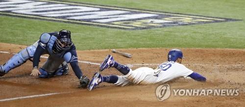 커쇼 1실점 쾌투+5회 빅이닝…MLB 다저스 월드시리즈 1차전 승리
