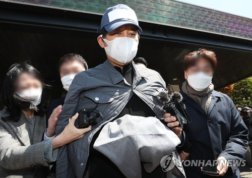"""'라임 금품수수 의혹' 野 정치인 """"정당한 사건 수임"""""""