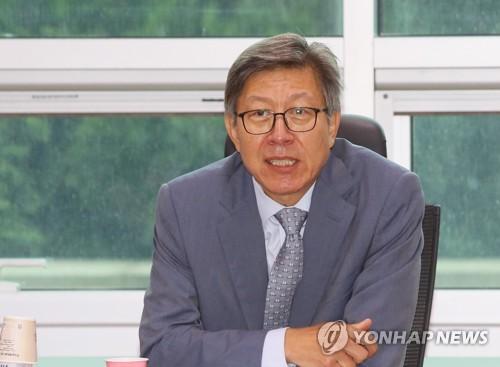 부산시장 노리는 박형준, 8년만에 국민의힘 복당
