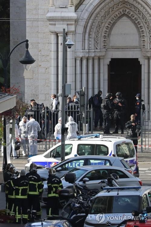 """말레이 전 총리 """"무슬림, 프랑스인 죽일 권리"""" 트윗"""