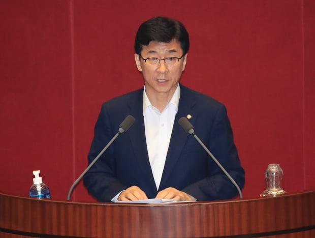 더불어민주당 고용진 의원이 국회 본회의에서 심사보고를 하고 있다. /사진=연합뉴스