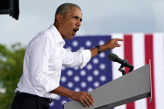버락 오바마 전 미국 대통령이 24일(현지시간) 플로리다에서 조 바이든 민주당 대선 후보를 위한 지원 유세를 벌이고 있다. /사진=AP