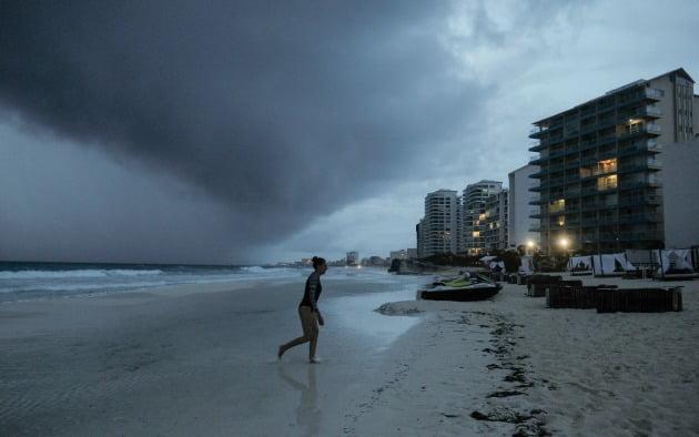 미국 본토를 향해 27번째 폭풍 '제타'가 접근하면서 올해가 허리케인 등 열대성 폭풍이 가장 많이 발생한 해가 될 수 있다는 관측이 나오고 있다. 사진=AP