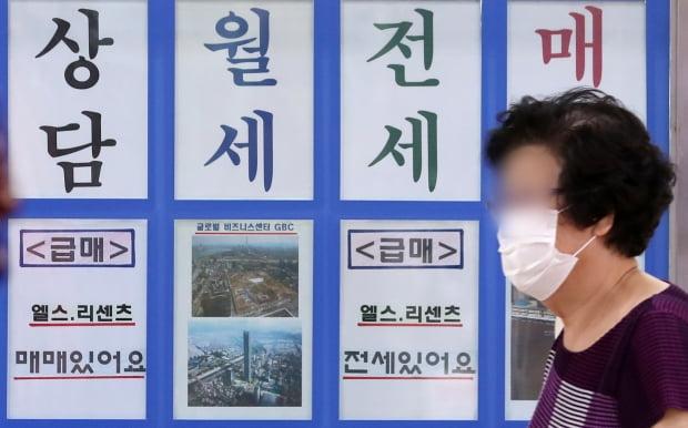 서울 송파구 잠실새내역 인근 아파트 단지 내 공인중개업소의 모습. /사진=뉴스1