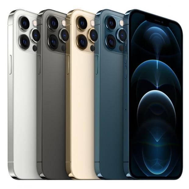 아이폰12 시리즈는 지난 3년간 세 가지 모델로만 출시했던 것과 달리 아이폰12, 아이폰12 미니(mini), 아이폰12 프로(Pro), 아이폰12 프로 맥스(Pro Max) 네 가지 모델로 구성됐다. 사진=뉴스1