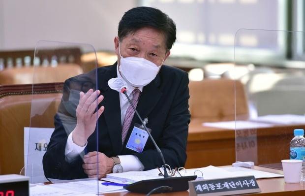 한우성 재외동포재단이사장이 19일 국회에서 열린 외교통위원회의 국정감사에서 의원 질의에 답변하고 있다. 사진=뉴스1