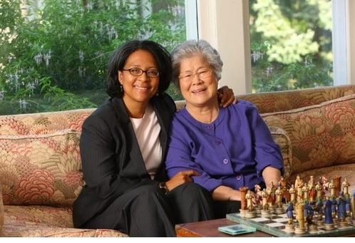 미 워싱턴주에서 연방하원의원에 당선된 한국계 미국인 메릴린 스트릭랜드(왼쪽) 당선인과 어머니 김인민씨. /사진=스트릭랜드 후보 선거운동 사이트