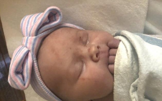 14명 아들의 부모인 제이·카테리 슈반트 부부가 지난 5일 낳은 딸 매기 제인. 사진 = AP연합뉴스