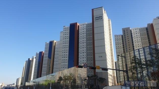 수원 영통구 망포동 일대의 아파트. 집값에 이어 전셋값이 폭등하면서 세입자들이 외곽으로 집을 알아보고 있다. (사진 한경DB)