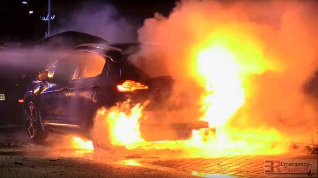 최근 독일에서 화재가 발생한 오펠 암페라e(쉐보레 볼트ev의 유럽 버전). 이머전시리포트 캡처.