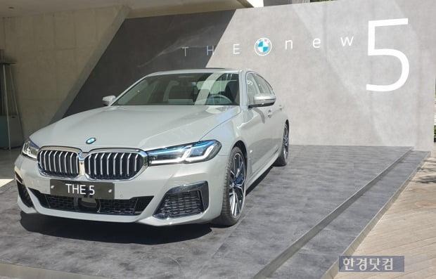 BMW는 신형 5시리즈 구매 고객에게 'BMW 밴티지 웰컴 코인' 90만 코인을 지급한다. 사진=오세성 한경닷컴 기자
