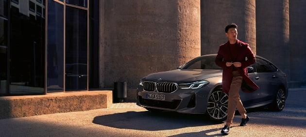 17일 호텔·자동차업계에 따르면 롯데호텔 서울은 오는 23일부터 29일까지 BMW 공식 딜러사인 코오롱 모터스와 제휴해 'BMW 스위트(SUITE) 6 패키지'를 운영한다. 이달 27일까지는 일반 고객 대상으로 운영되고, 28~29일은 BMW VIP 고객이 묵을 수 있다. 사진=코오롱모터스 제공