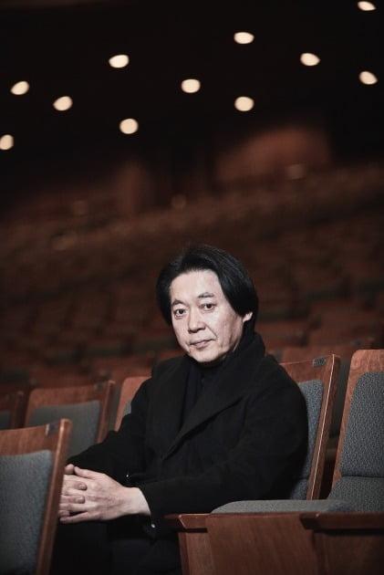 정치용 코리안심포니오케스트라 예술감독이 한국 음악 특성에 대해 설명하고 있다. 코리안심포니오케스트라 제공