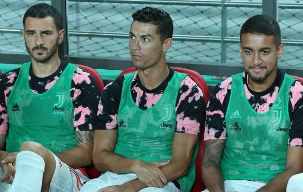 유벤투스 방한 경기 당시 벤치에 앉아있는 호날두(가운데) [사진=연합뉴스]