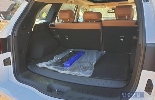 뉴 QM6 LPe 모델은 차량 하부에 도넛 탱크가 탑재돼 트렁크가 다소 높아졌다. 사진=오세성 한경닷컴 기자