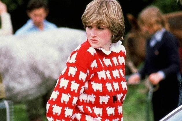 고(故) 다이애나 전 영국 왕세자비가 입어 유명세를 탄 '검은 양' 문양의 스웨터가 26년 만에 재출시됐다. 사진=웜 앤드 원더풀 인스타그램 캡쳐