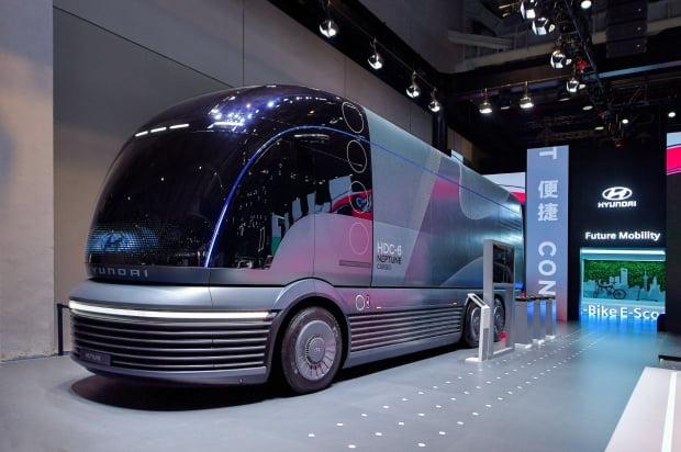 지난해 11월 중국 국제 수입박람회에서 공개된 현대차 수소 전용 대형 트럭 콘셉트 '넵튠'. 사진 = 연합뉴스