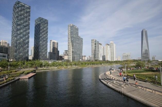 인천 송도국제도시 센트럴파크 해수로. 한경DB