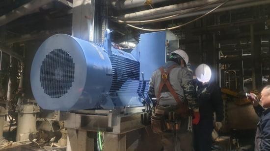 아진피앤피의대구 현풍공장팬펌프 설비에 설치된 현대모터산업의 고효율 양방향 인버터.  현대모터산업 제공